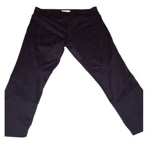 Black Crop Activewear Leggings with Mesh Panels